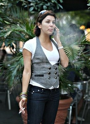 fp_1698102_exclusive__eva_longoria_chats_it_up_on_her_cell_phone_wtmkxlarger